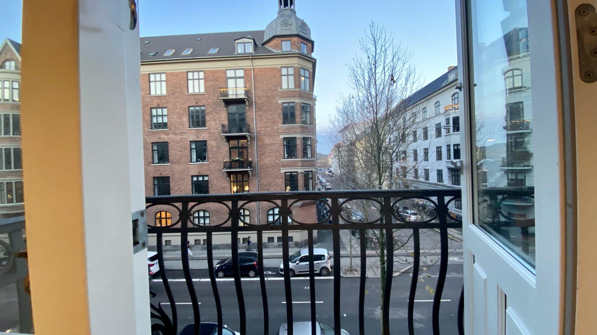Balcony-1904x1071