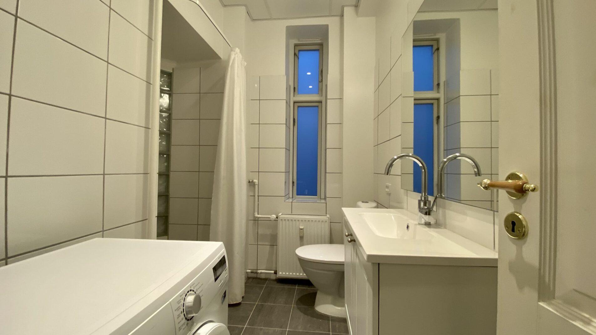Bathroom-1904x1071