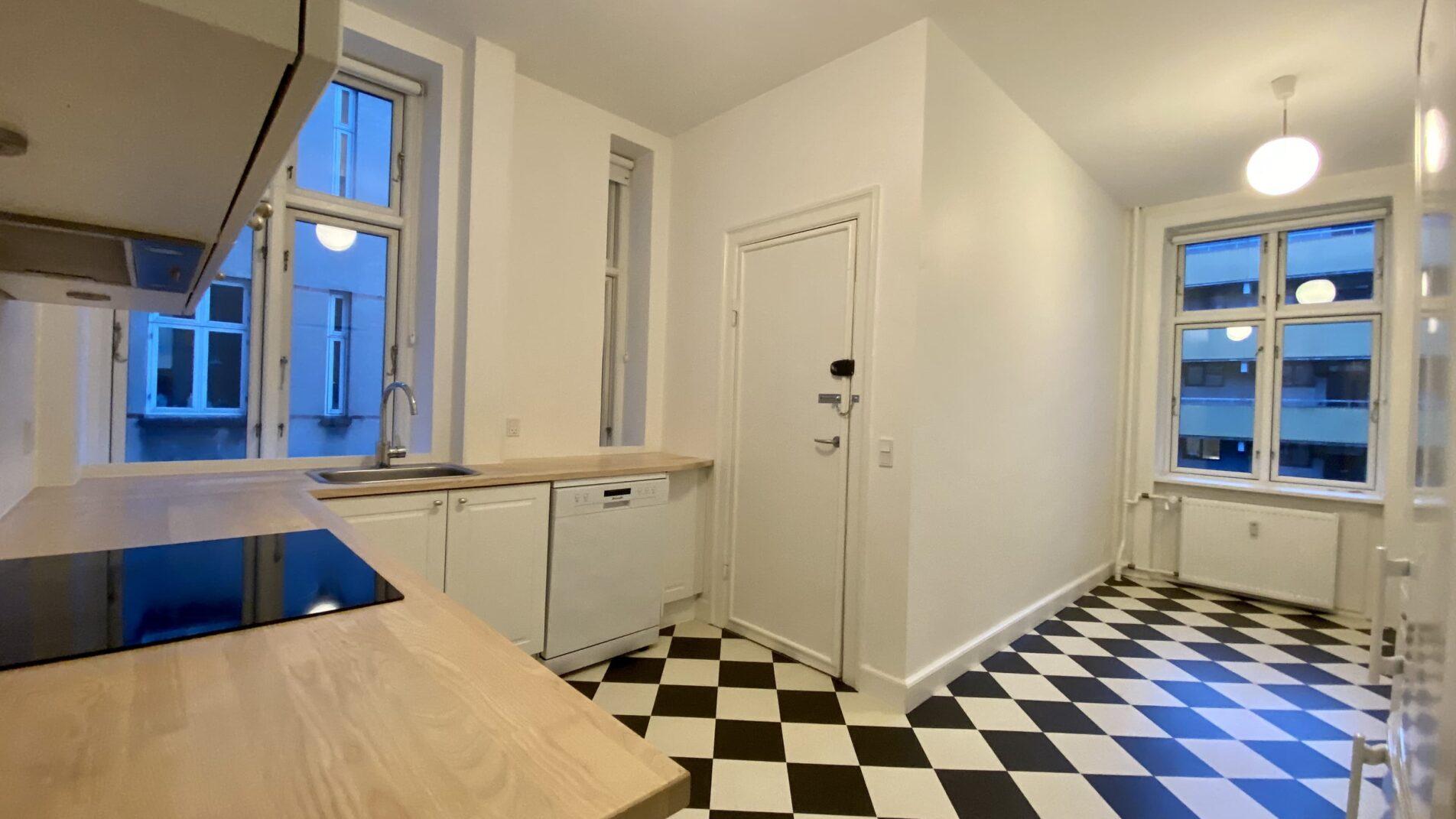 Kitchen-1-1904x1071