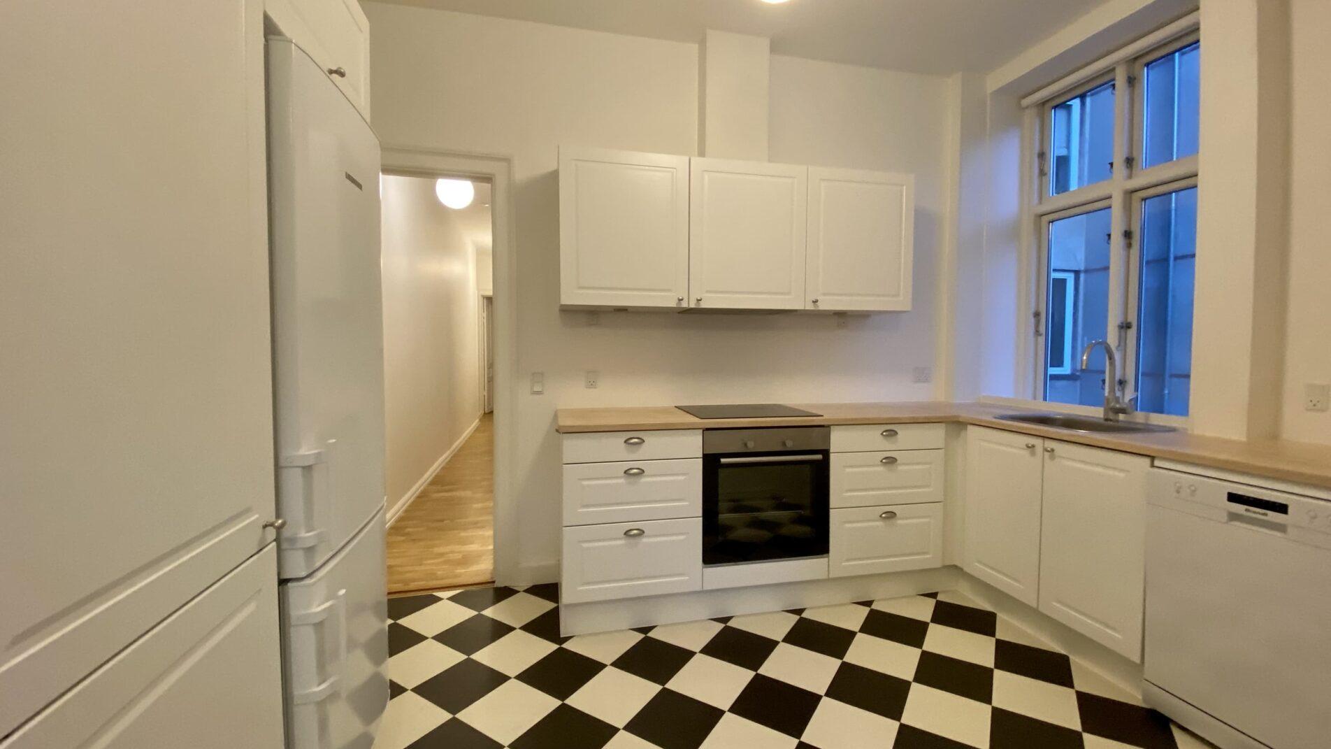 Kitchen-2-1904x1071