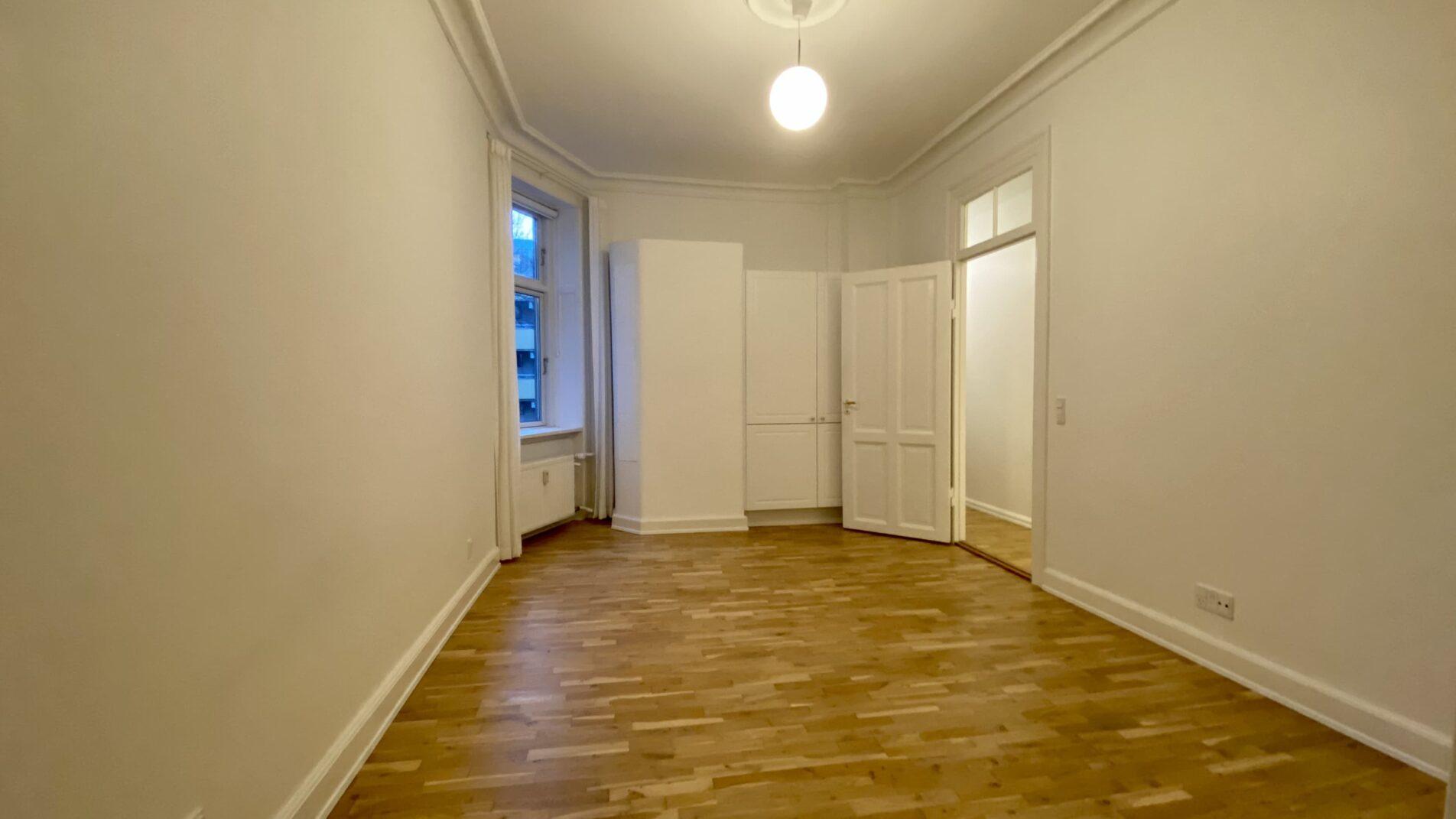 Master-Bedroom-1904x1071